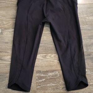 Black Capri lululemon leggings
